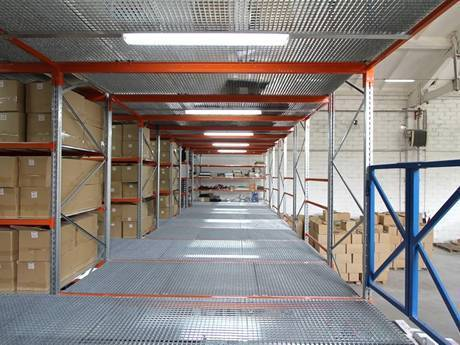 Carbon steel grating shelves can loaded with a large number of paper boxes.