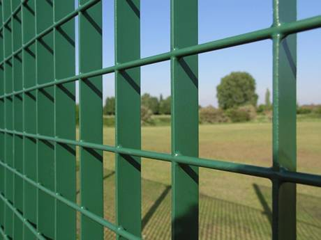 A part of green paint welding steel grating fence with green PVC coating.