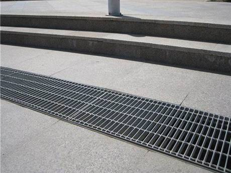Gully and well cover steel grating used on the plaza.