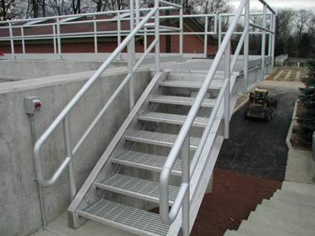 The height adjustable stair connects with a platform in outdoor.