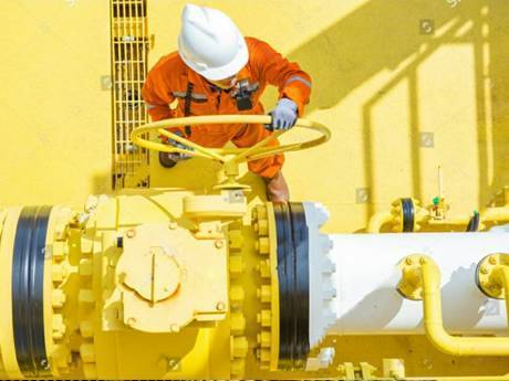A worker is standing on the drilling platform and operating the machine.