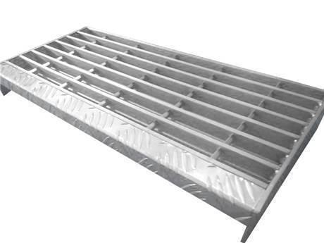 带有镀锌表面和格子板突缘的型锻锁定楼梯踏板钢格板。