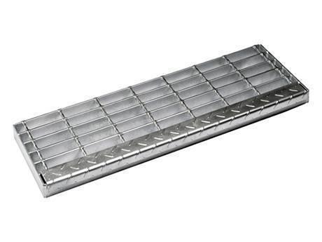 楼梯踏步钢格板采用焊接固定。