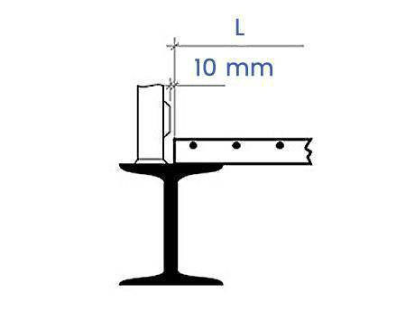 Schematic diagram shows 10 mm distance between protruding obstacle and steel grating floor on the support.